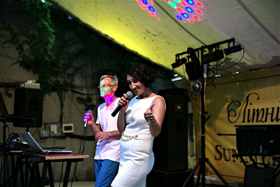 Живая музыка 🟢 Ведущая - Ведущий или тамада Музыкальная группа Певец Организация праздников под ключ  - Одесса - Одесская область photo