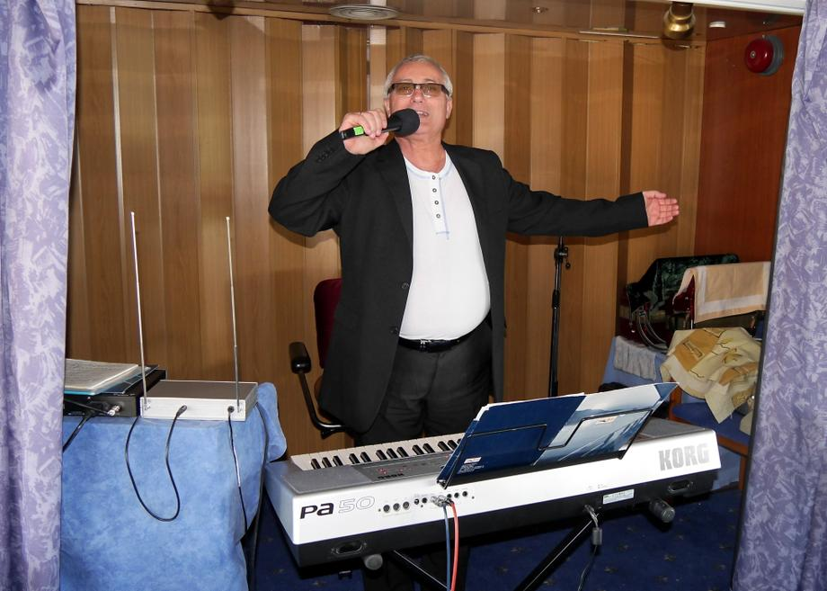 юрий - Музыкант-инструменталист Певец  - Измаил - Одесская область photo
