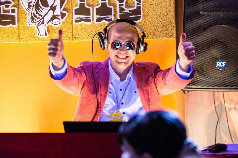 Ведущий Валерий Киба - Ведущий или тамада Ди-джей Прокат звука и света  - Киев - Киевская область photo