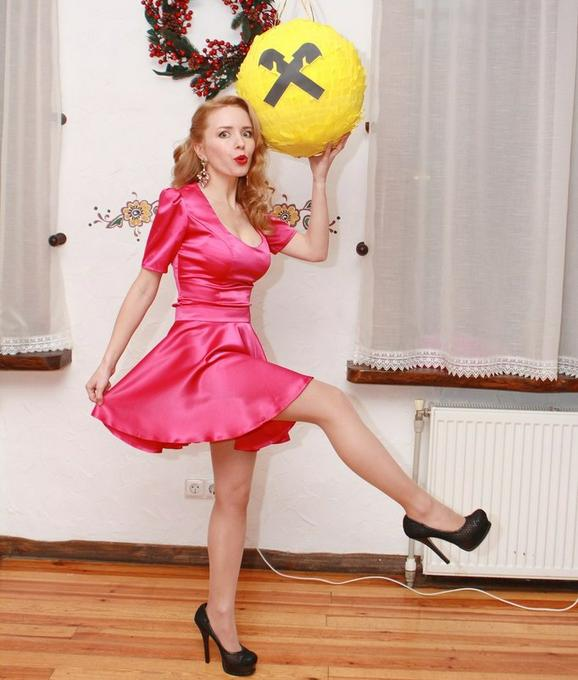 Алена        - Ведущий или тамада Ди-джей Оригинальный жанр или шоу  - Киев - Киевская область photo