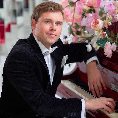 Закажите выступление Эстрадный пианист Александр Ершов на свое мероприятие в Москва
