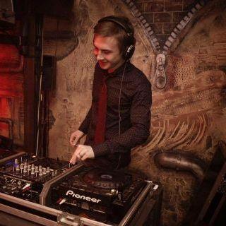 Закажите выступление DJ Maks Volk на свое мероприятие в Ильичёвск