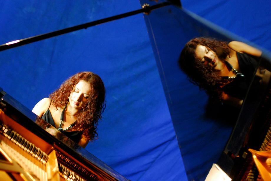 Александра Морозова - Музыкальная группа Музыкант-инструменталист Певец Ди-джей  - Киев - Киевская область photo