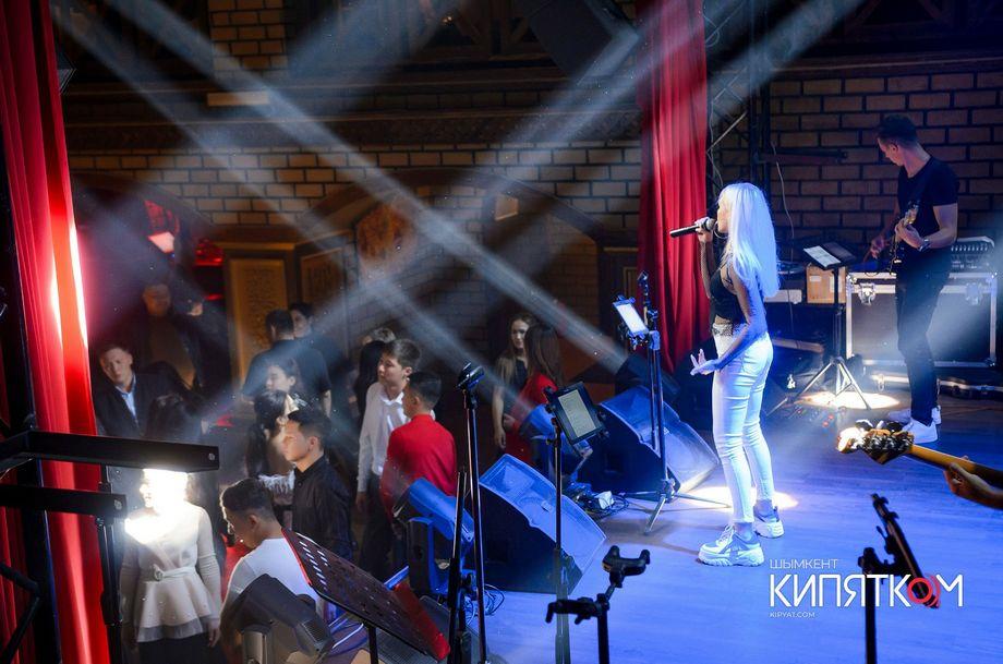 Wake Up - Музыкальная группа Ансамбль Певец  - Одесса - Одесская область photo