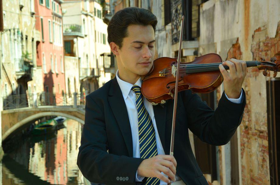 Максим - вокалист, скрипач, пианист - Музыкант-инструменталист Певец  - Киев - Киевская область photo