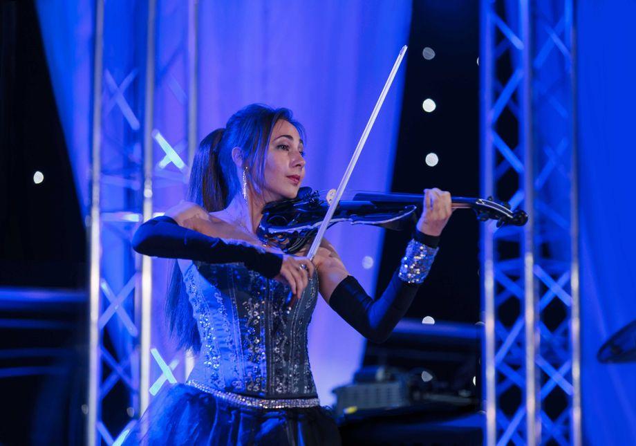 Прима Скрипка- скрипачка - Музыкант-инструменталист Оригинальный жанр или шоу  - Санкт-Петербург - Санкт-Петербург photo