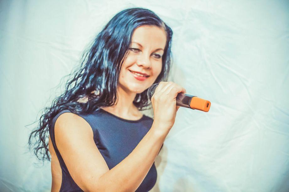 Алла - Ведущий или тамада Ди-джей Певец  - Киев - Киевская область photo