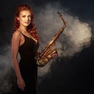 Закажите выступление Aksinia. Саксофонистка. на свое мероприятие в Киев