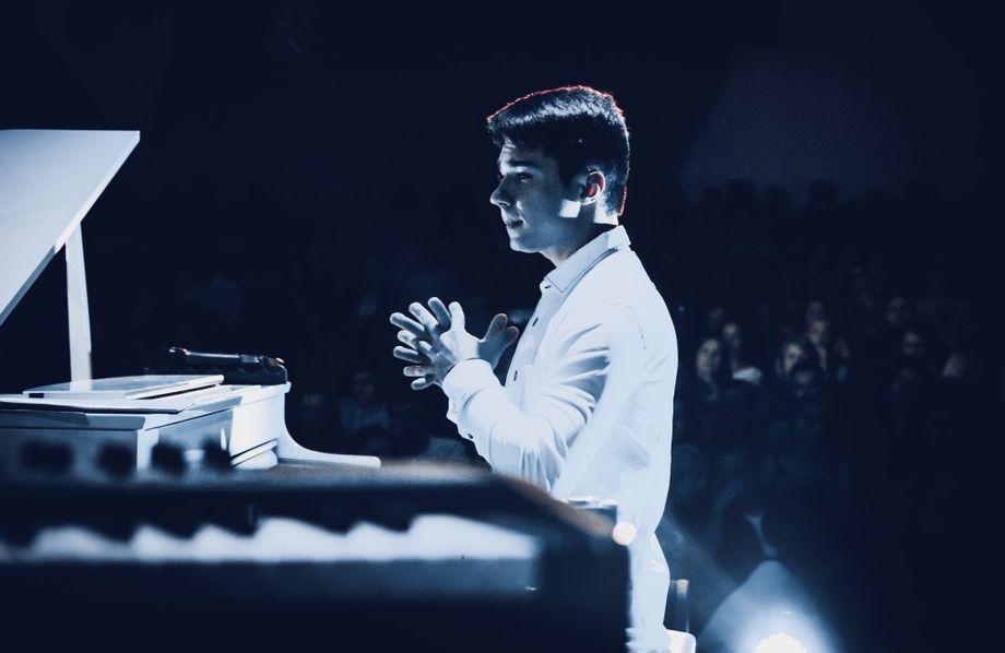 Yaroslav Oliinyk - Музыкант-инструменталист Оригинальный жанр или шоу  - Киев - Киевская область photo