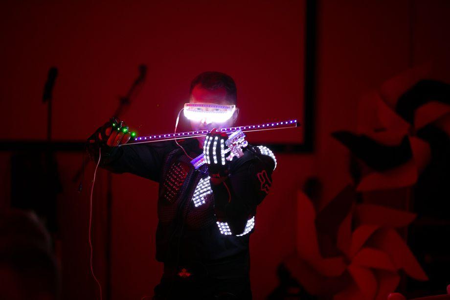 LED-шоу На Скрипке - Музыкант-инструменталист Оригинальный жанр или шоу  - Киев - Киевская область photo